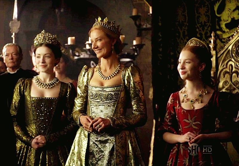 http://blog.cnbeyer.com/wp-content/uploads/2014/09/Sarah-Bolger-as-the-Lady-Mary-Joely-Richardson-as-Catherine-Parr-and-Laoise-Murray-as-the-Lady-Elizabeth-in-The-Tudors.jpg