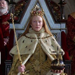 Cate Blanchett as Elizabeth at her coronation in Ezalibeth